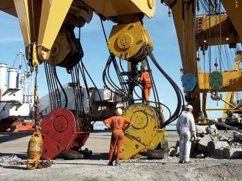 Демонтаж 3х портальных кранов на территории Новосибирского Речного Порта